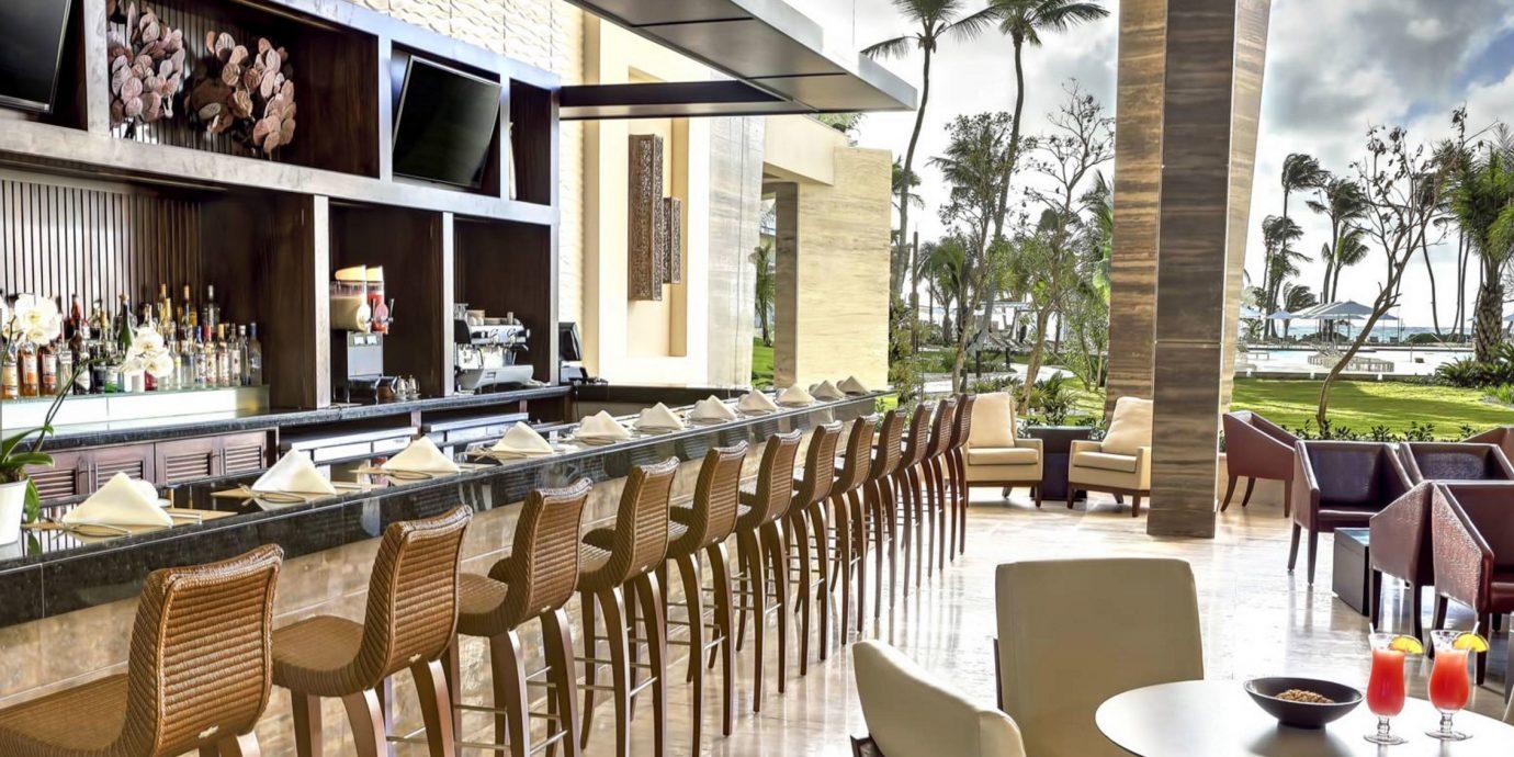 chair Dining property restaurant home Resort Villa condominium set dining table