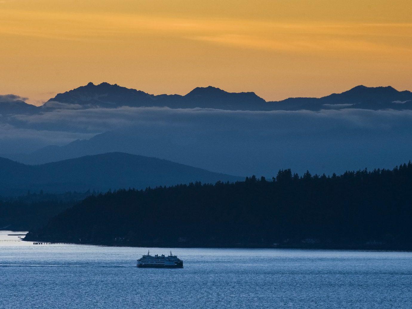 Mountains at sunset in Seattle, WA