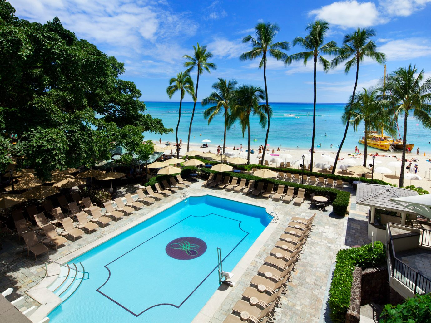 Beachfront Boutique Hotels Hawaii Honolulu Hotels Play Pool Resort Scenic views Trip Ideas tree outdoor swimming pool leisure property vacation estate caribbean Villa palm resort town Lagoon bay mansion plant shore