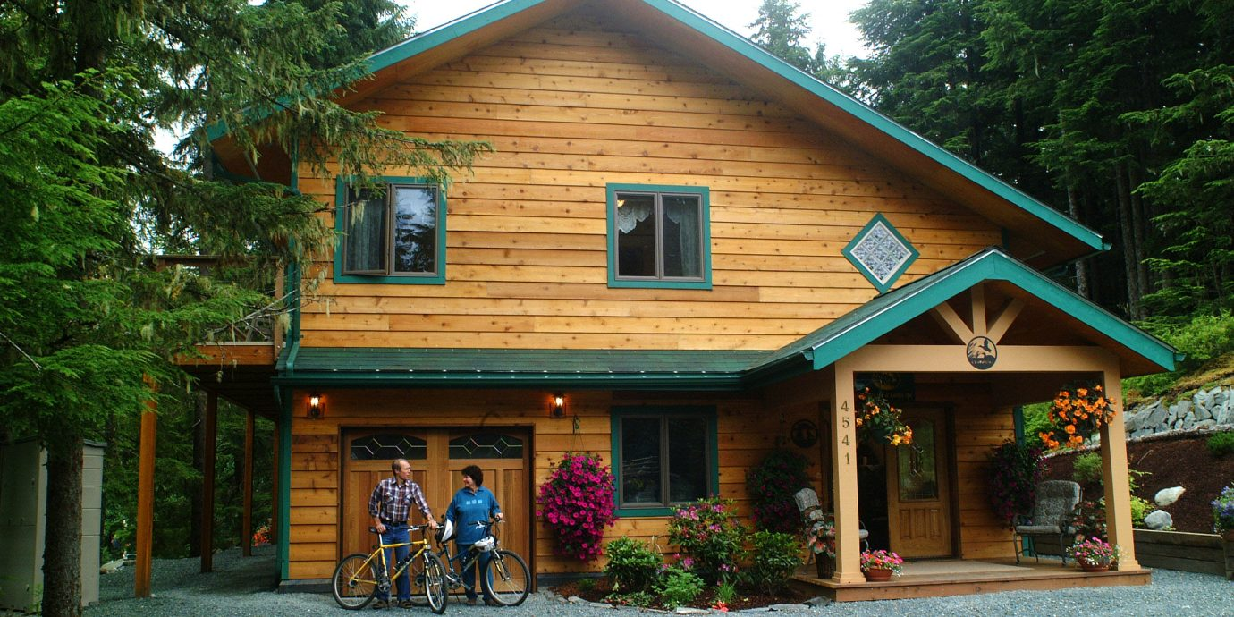 Exterior Lodge Outdoors tree building house log cabin home cottage siding Resort hut porch farmhouse