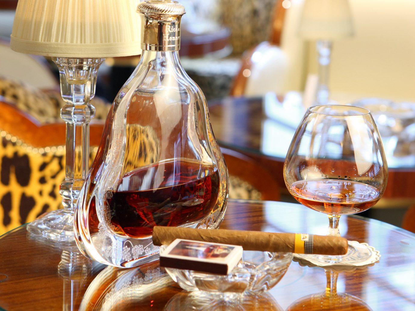 Drink Elegant Hotels Lounge Luxury table indoor distilled beverage alcoholic beverage whisky liqueur glass meal restaurant bottle