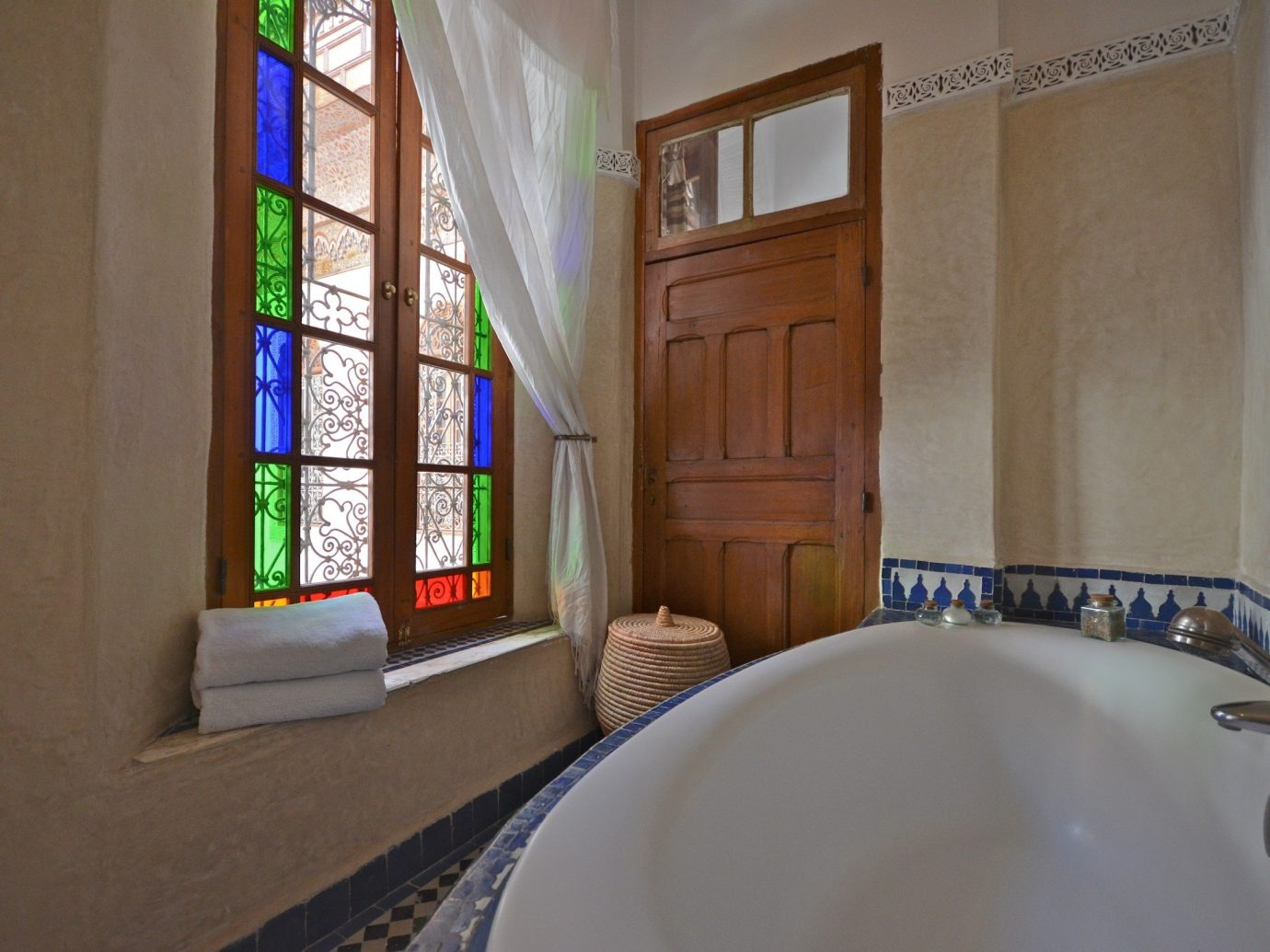 Hotels wall indoor bathroom room property house home estate floor tub interior design sink cottage window real estate Design apartment mansion bathtub Bath