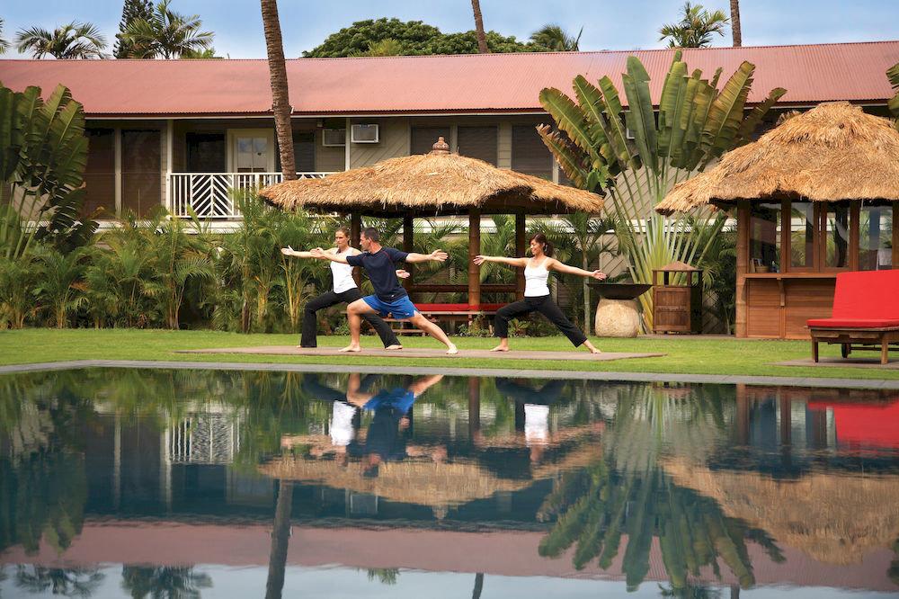 Hot tub/Jacuzzi Lounge Luxury Modern Pool building sky leisure Resort house home swimming pool