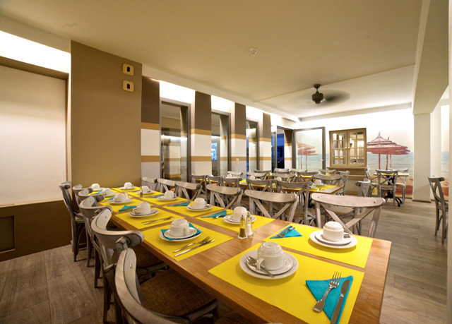 property Kitchen restaurant counter function hall cafeteria conference hall condominium Island dining table