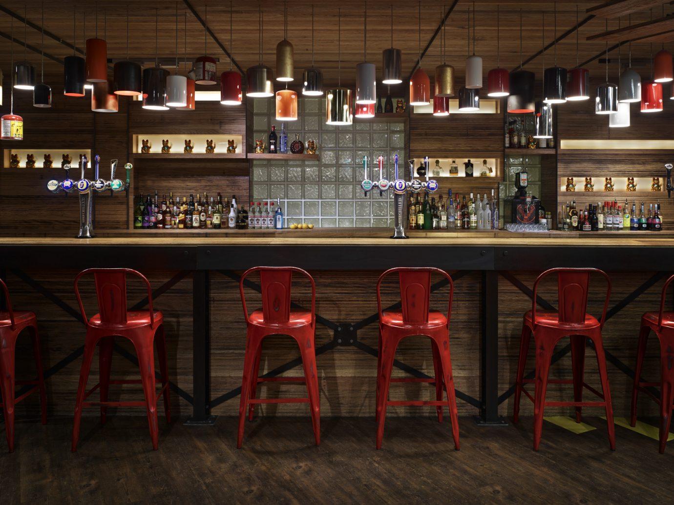 Budget Hotels London floor indoor Bar night restaurant tavern table several
