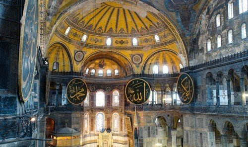 Jetsetter Guides building cathedral place of worship basilica byzantine architecture Church facade dome baptistery chapel gothic architecture synagogue monastery altar