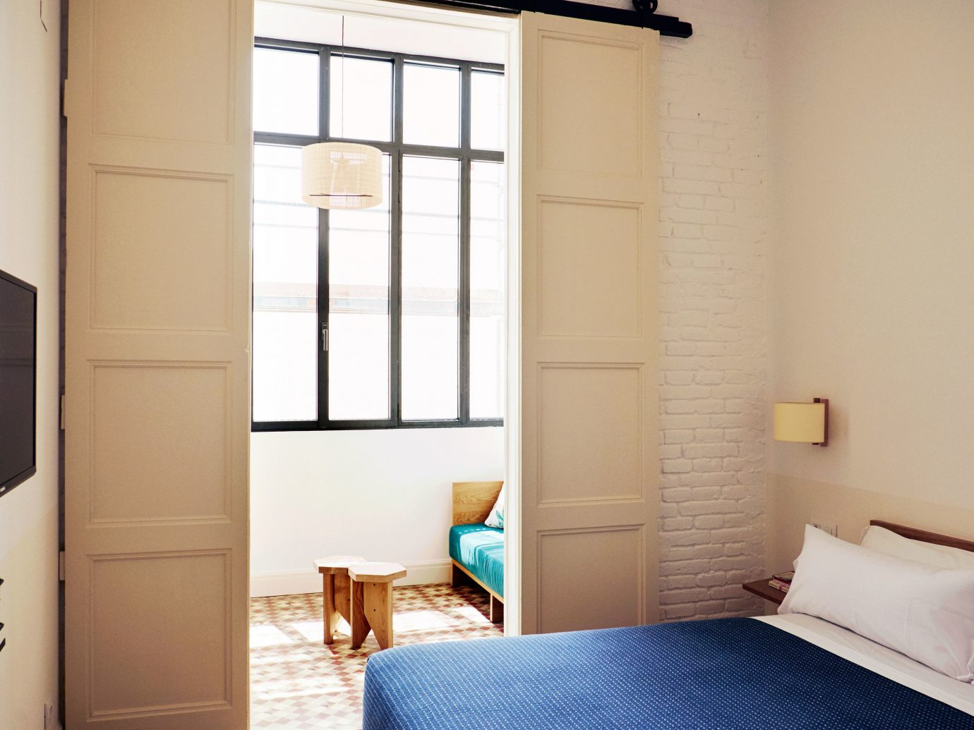 Hotels wall indoor room bed property interior design cottage Bedroom home floor real estate apartment window covering