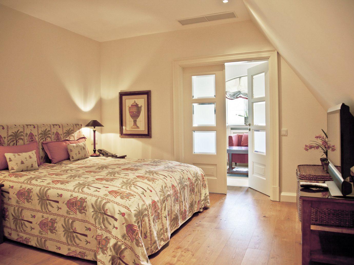 Hotels Landmarks Luxury Travel indoor wall bed floor room Bedroom ceiling interior design Suite home real estate scene furniture estate window hotel bed frame flooring lamp