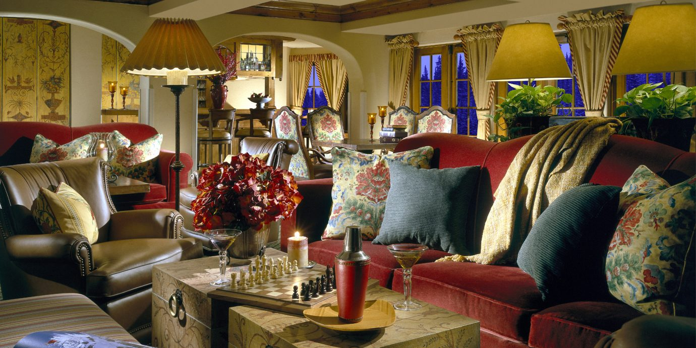sofa property living room home house mansion Lobby