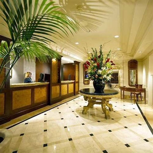 Lobby property home living room plant hardwood mansion flooring lighting wood flooring condominium Villa