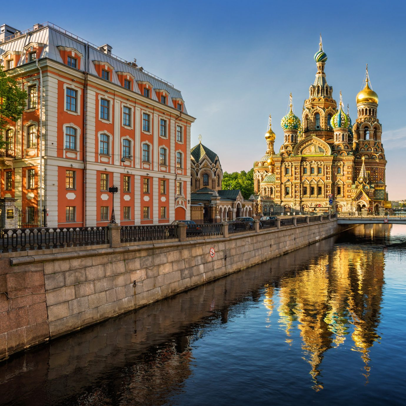 Hotels Luxury Travel water outdoor sky waterway reflection landmark body of water City Canal Town tourist attraction urban area cityscape River plaza tourism building evening tree palace metropolis channel watercourse town square historic site château facade medieval architecture