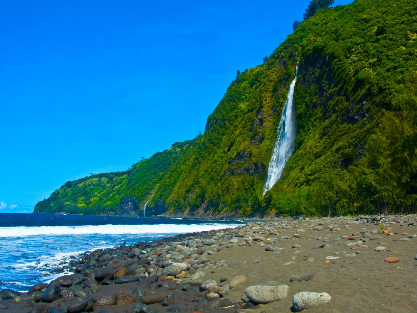 outdoor water sky Nature Coast body of water landform geographical feature mountain shore Sea rock cliff Beach Ocean bay terrain landscape cape fjord cove