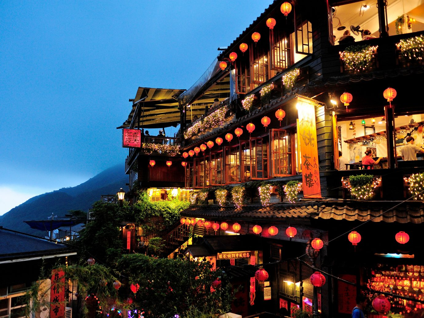 Jetsetter Guides Trip Ideas sky outdoor light Town night evening Resort