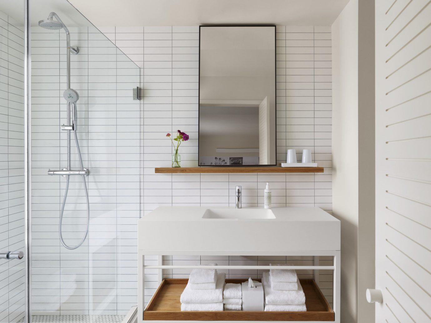 bathroom clean Elegant Hotels interior Luxury Modern neutral tones regal shower sophisticated indoor wall floor room property interior design home flooring real estate Design apartment