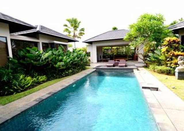 sky swimming pool building property house Pool Resort condominium Villa backyard home cottage swimming walkway