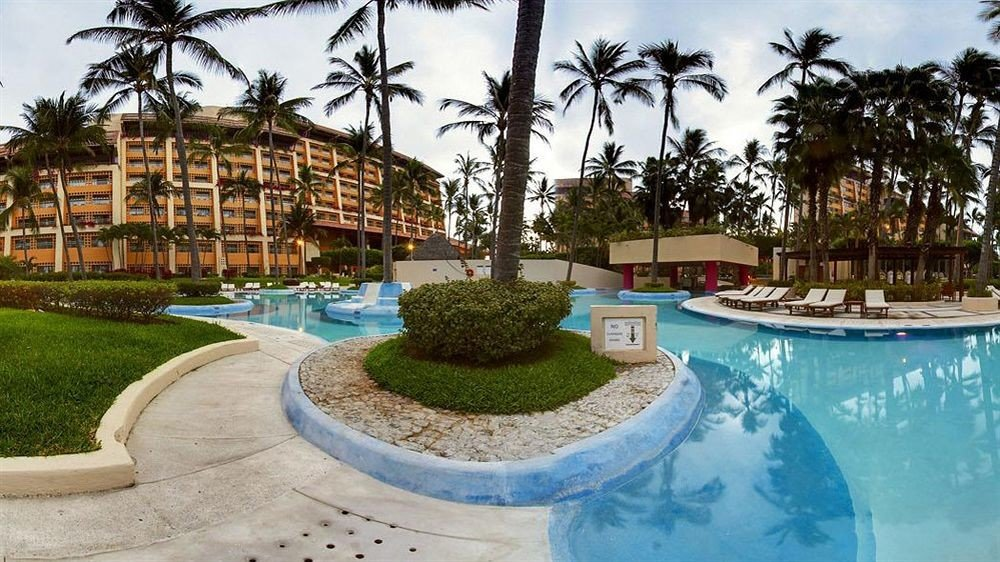 Pool Resort tree sky property swimming pool leisure plaza reflecting pool condominium palace Villa hacienda backyard mansion plant park palm