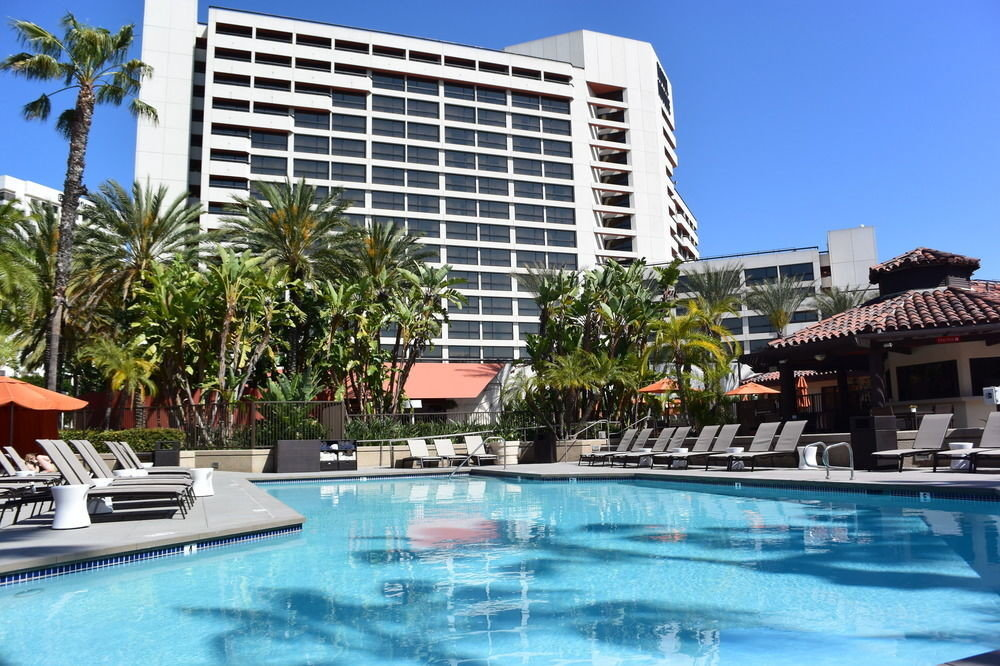 building water Pool Resort condominium swimming pool property leisure swimming plaza Villa