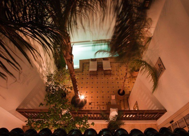 evening screenshot Resort dark