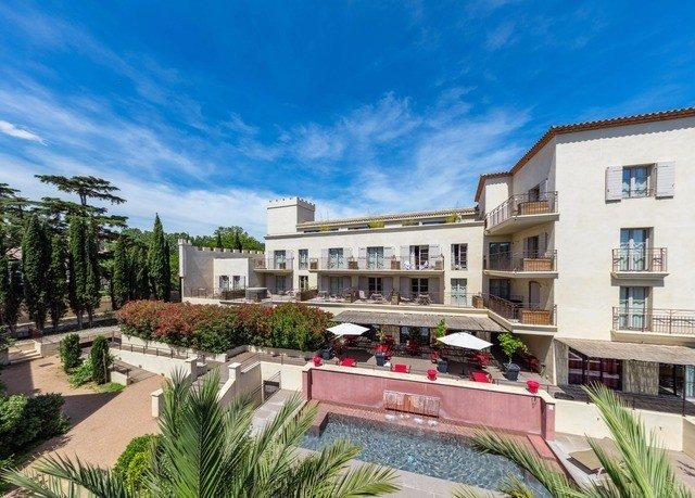 sky property condominium building residential area neighbourhood Resort home Villa plaza mansion apartment building