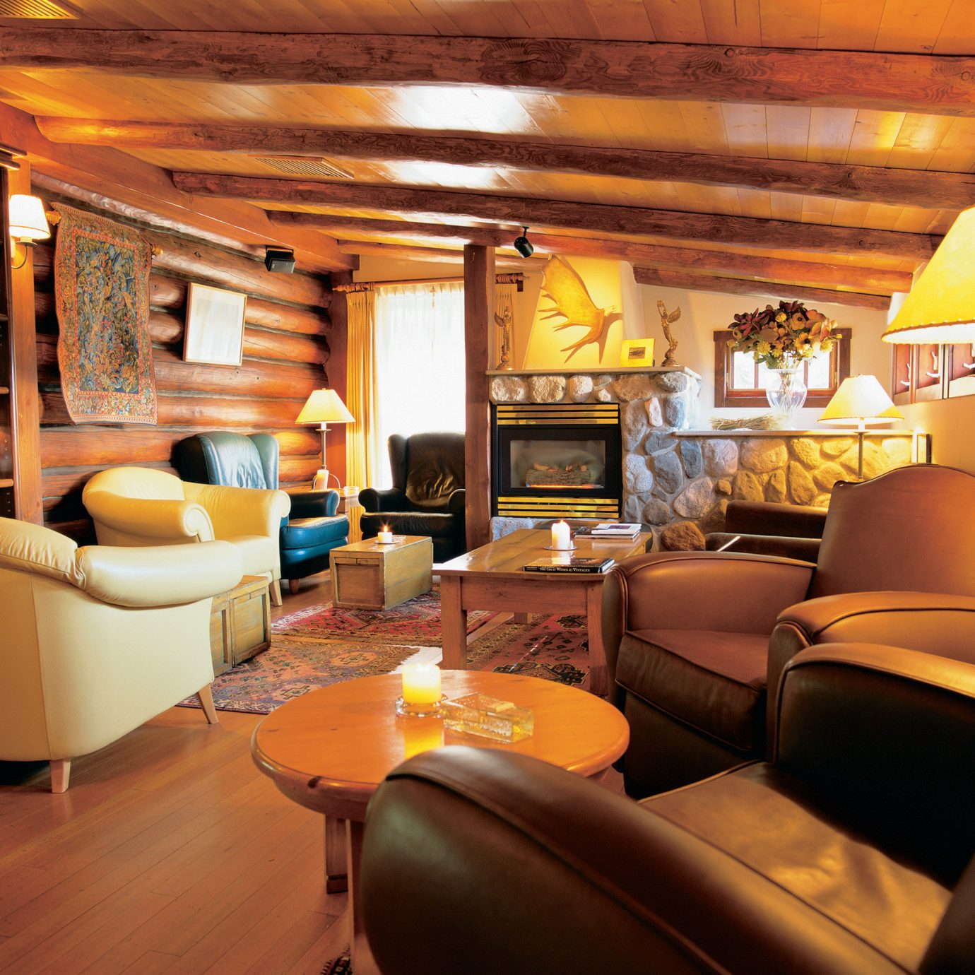 Rustic vehicle recreation room living room home yacht Suite