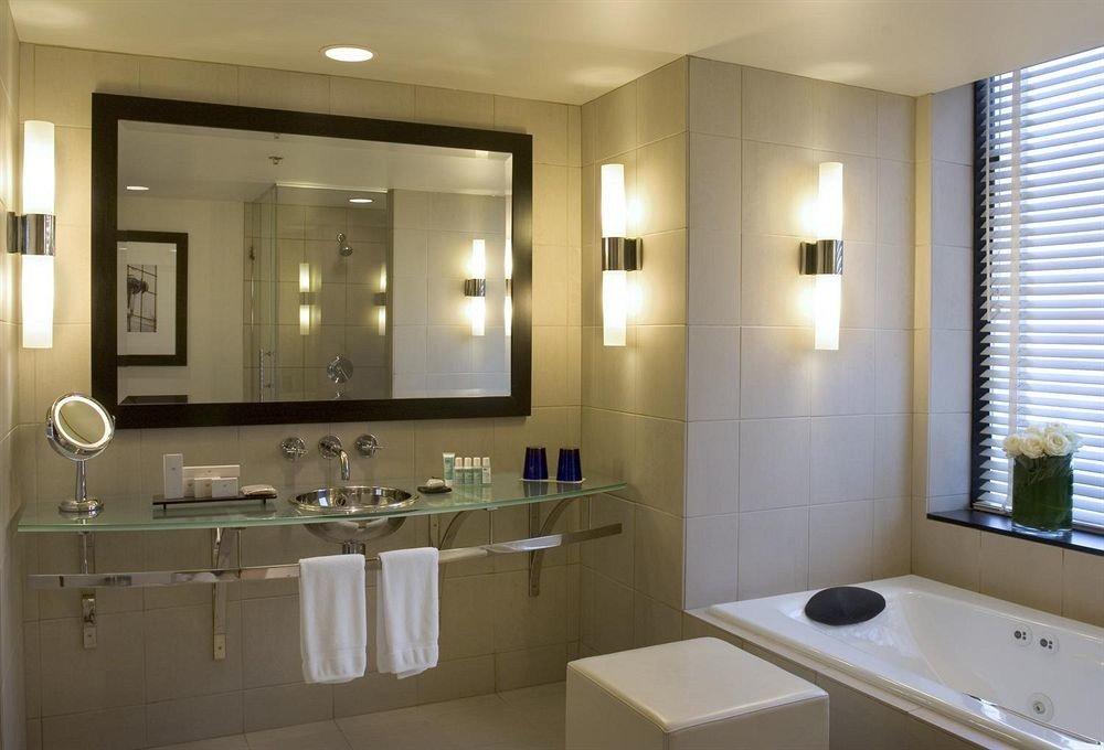bathroom mirror sink property home Suite condominium clean