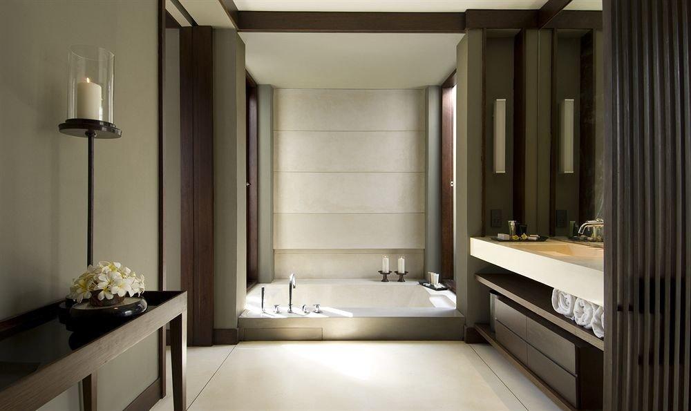 bathroom sink mirror property home lighting Suite counter clean