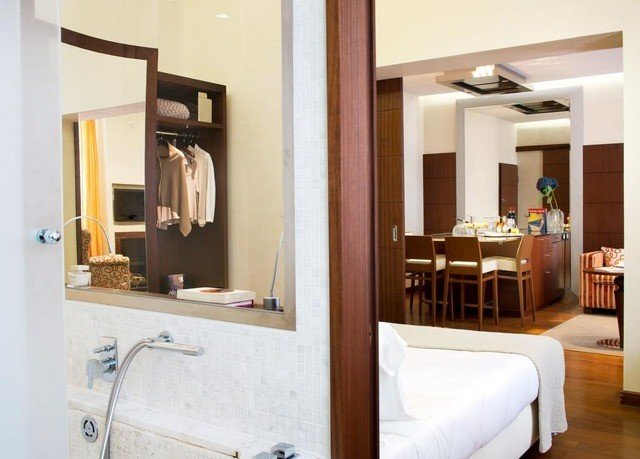 property Suite home cottage condominium bathroom