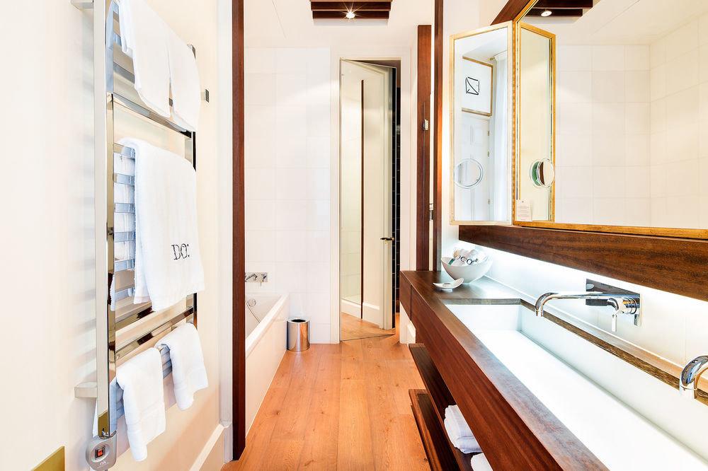 property sink home wooden Suite cottage bathroom