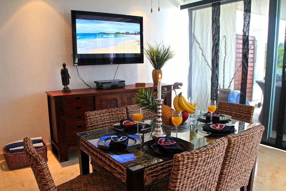 property living room home house condominium cottage Villa Suite arranged