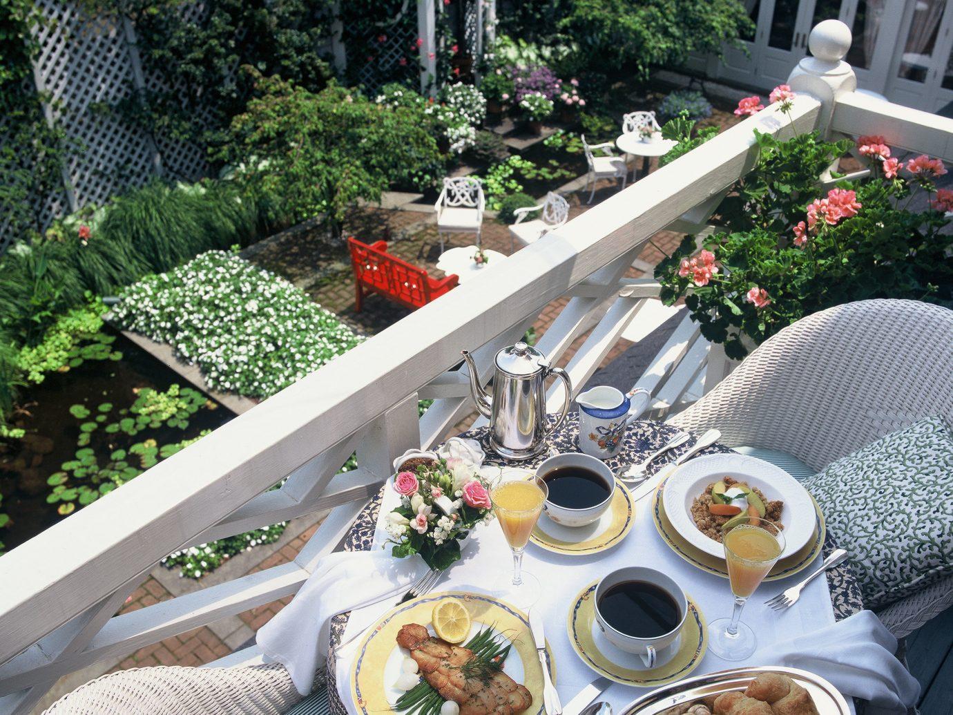 Hotels outdoor table plate meal flower backyard Garden set yard
