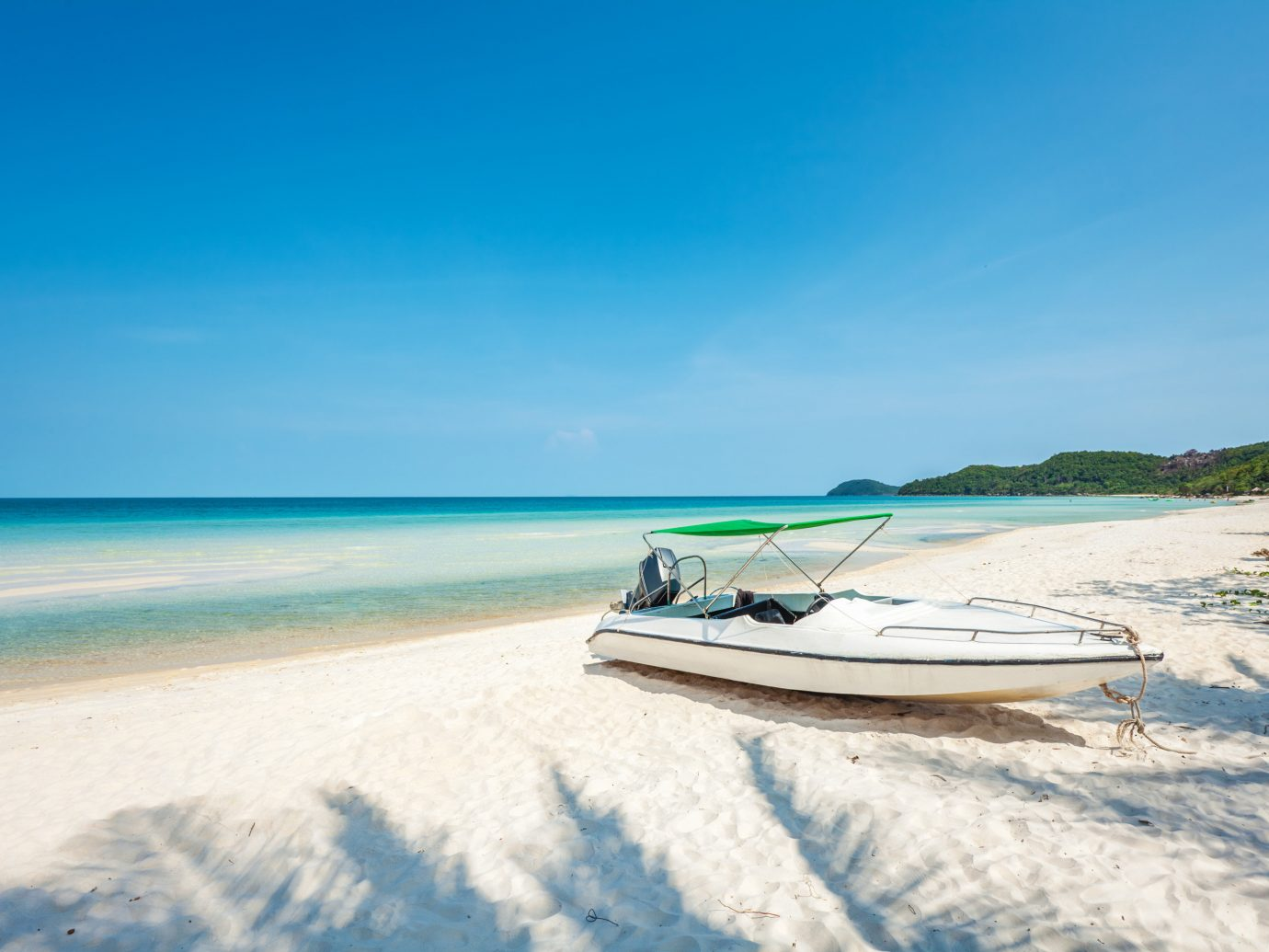 Solo Travel Trip Ideas sky outdoor water Beach Nature Boat shore Sea vehicle Ocean vacation boating caribbean Coast bay sand watercraft surfing equipment and supplies Island wave surfboard Lagoon sandy day