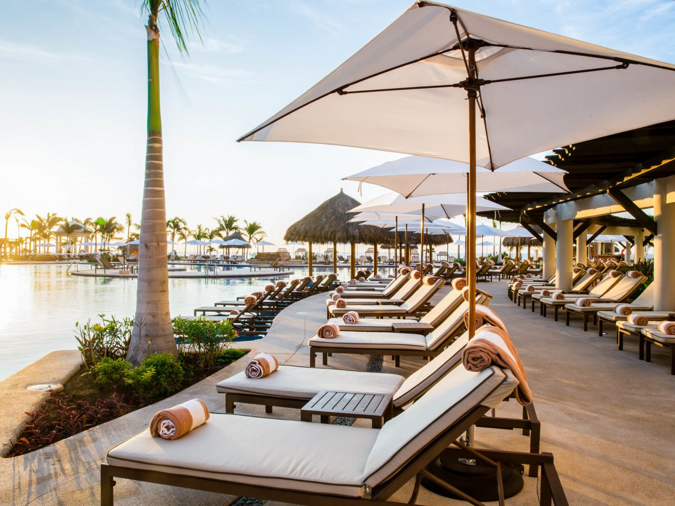 Budget Hotels sky outdoor Resort vacation estate restaurant Villa home outdoor structure several