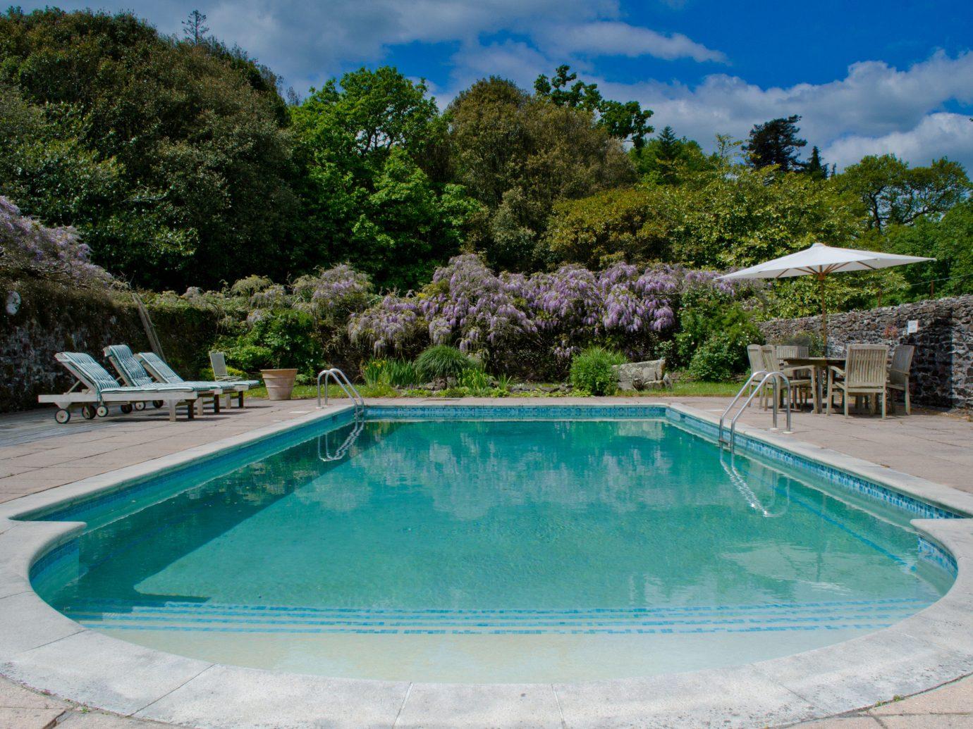 Hotels tree outdoor Pool ground swimming pool property estate backyard reflecting pool Villa swimming real estate Resort blue bathtub