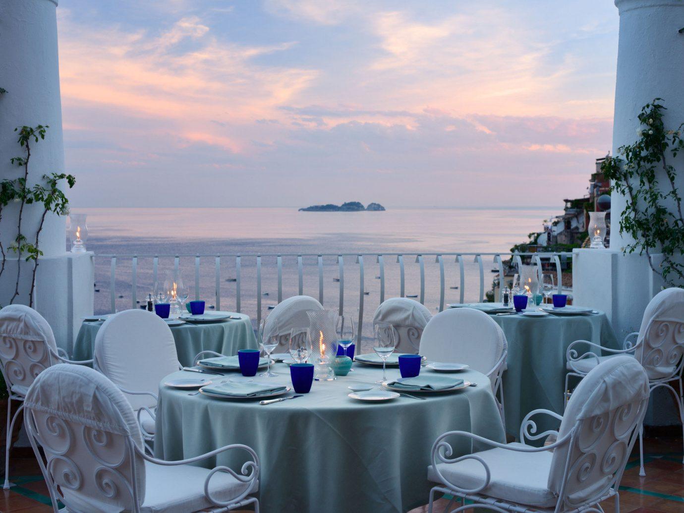Outdoor dining at Le Sirenuse, Positano