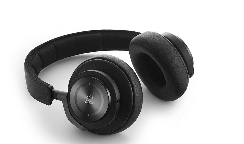 Jetsetter Guides earphone electronics black indoor headphones audio equipment electronic device gadget technology audio wheel ear