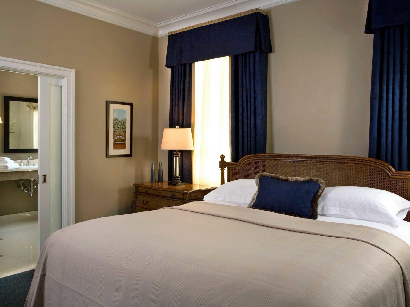 Bedroom Boutique Boutique Hotels Classic Elegant Historic Hotels Inn Philadelphia bed indoor wall hotel sofa room floor property Suite scene estate cottage home real estate interior design apartment