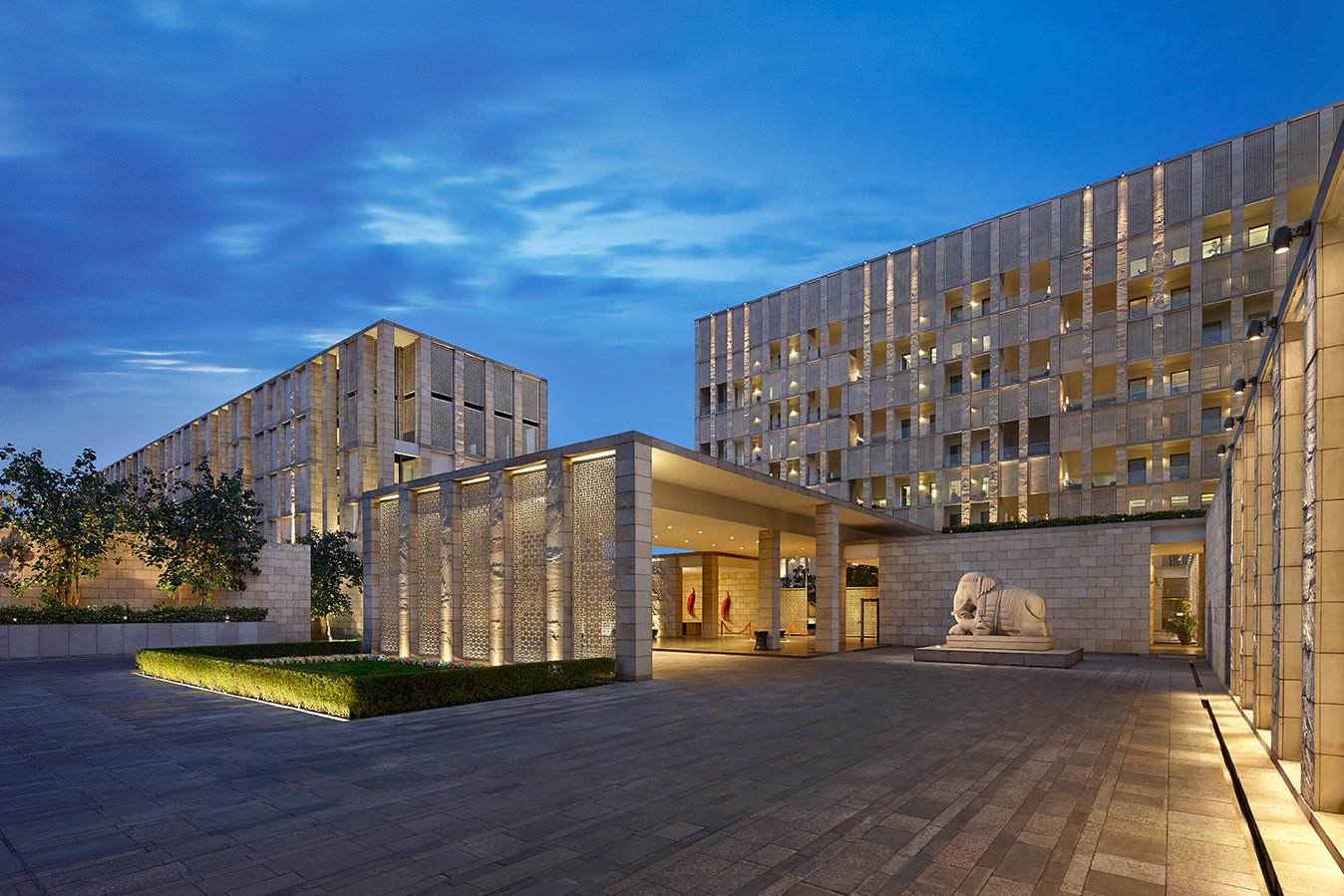 Hotels sky outdoor property Architecture house urban area building tower block residential area neighbourhood professional facade estate headquarters
