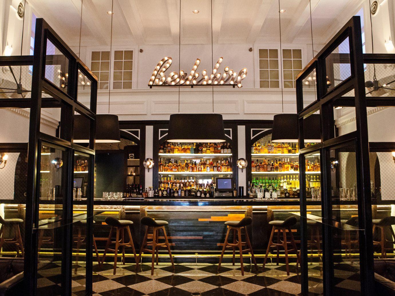 Budget Dining Hip Hotels Luxury Modern indoor restaurant interior design Bar lighting Lobby several