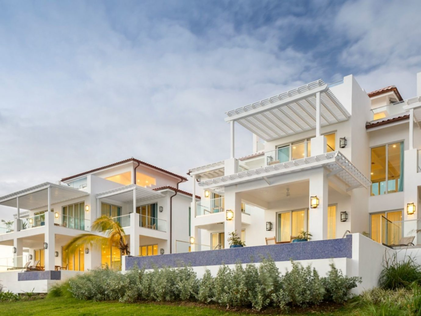 All-Inclusive Resorts Budget caribbean Hotels property home residential area house real estate Architecture Villa elevation estate apartment facade building mixed use cottage condominium sky window