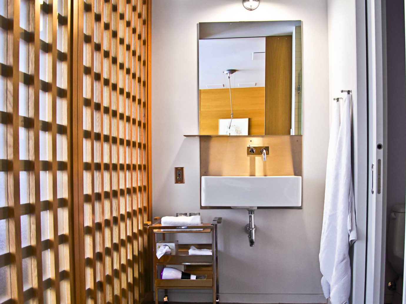 Bath Boutique Hotels Chicago City Design Hotels Modern wall floor indoor room interior design home bathroom window covering apartment hall furniture