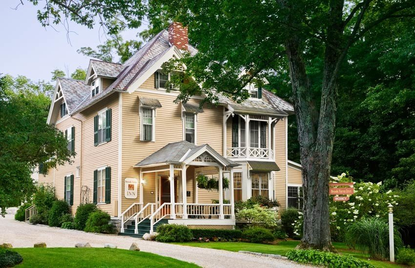 Romance Trip Ideas home house property estate real estate residential area cottage mansion neighbourhood historic house farmhouse siding building plantation tree suburb facade elevation outdoor structure landscaping