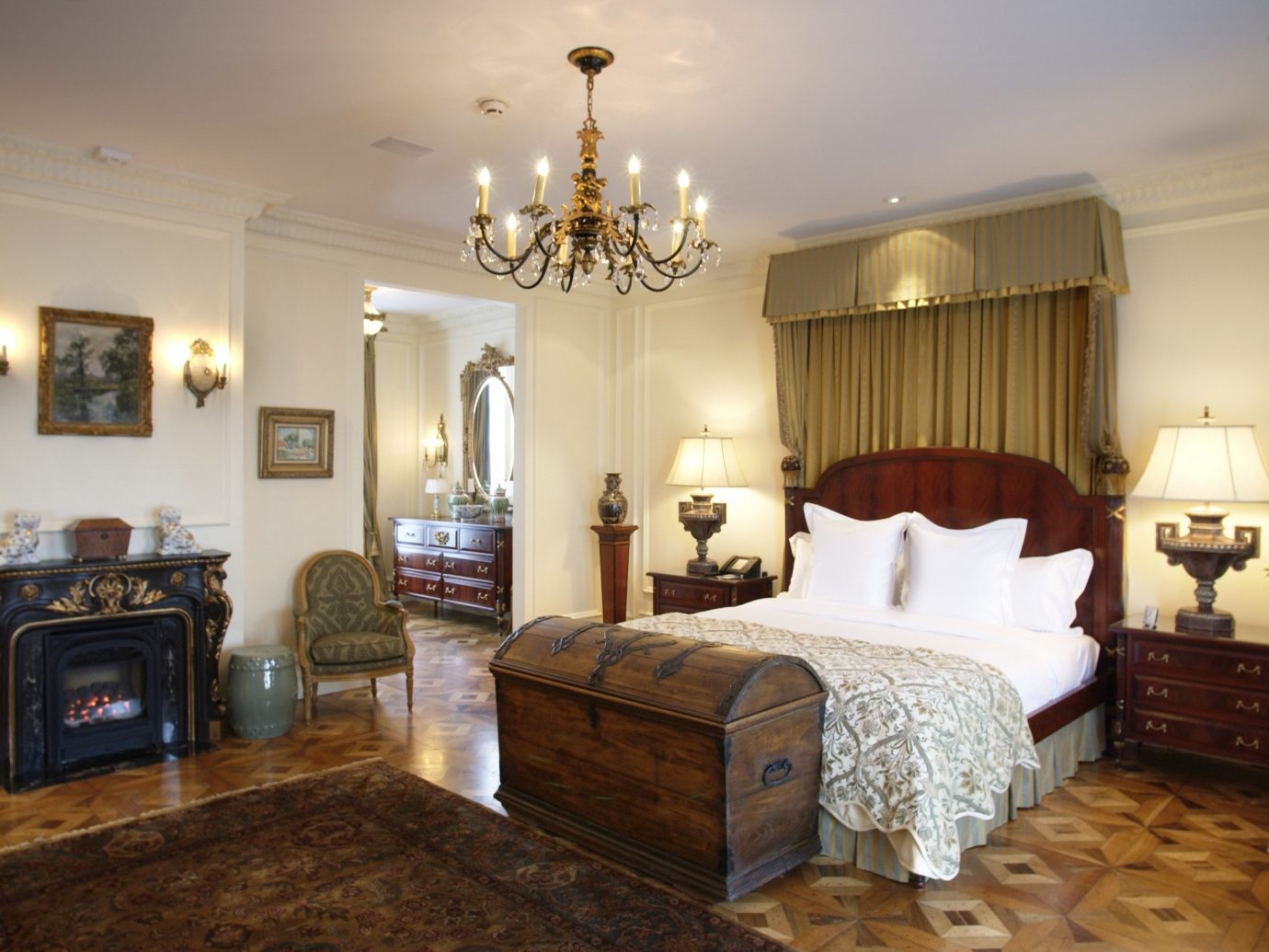 Boutique Hotels Chicago Hotels wall indoor floor room Living property ceiling Bedroom estate living room home hardwood interior design mansion real estate cottage Suite furniture farmhouse decorated containing