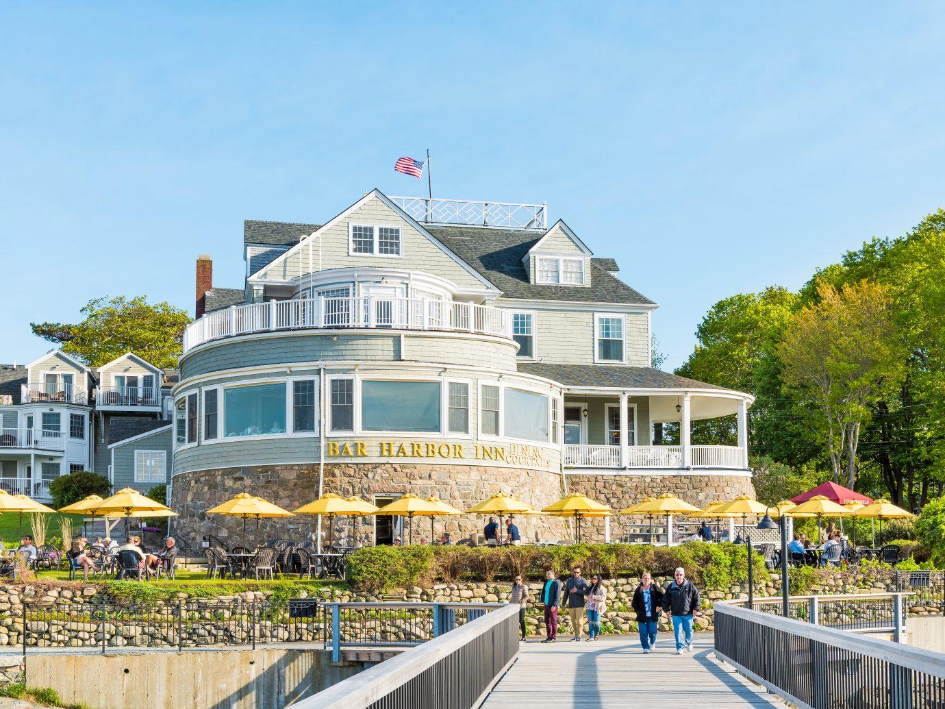 Bar Harbor: Oceanfront resort inn with waterfront restaurant in downtown village in summer