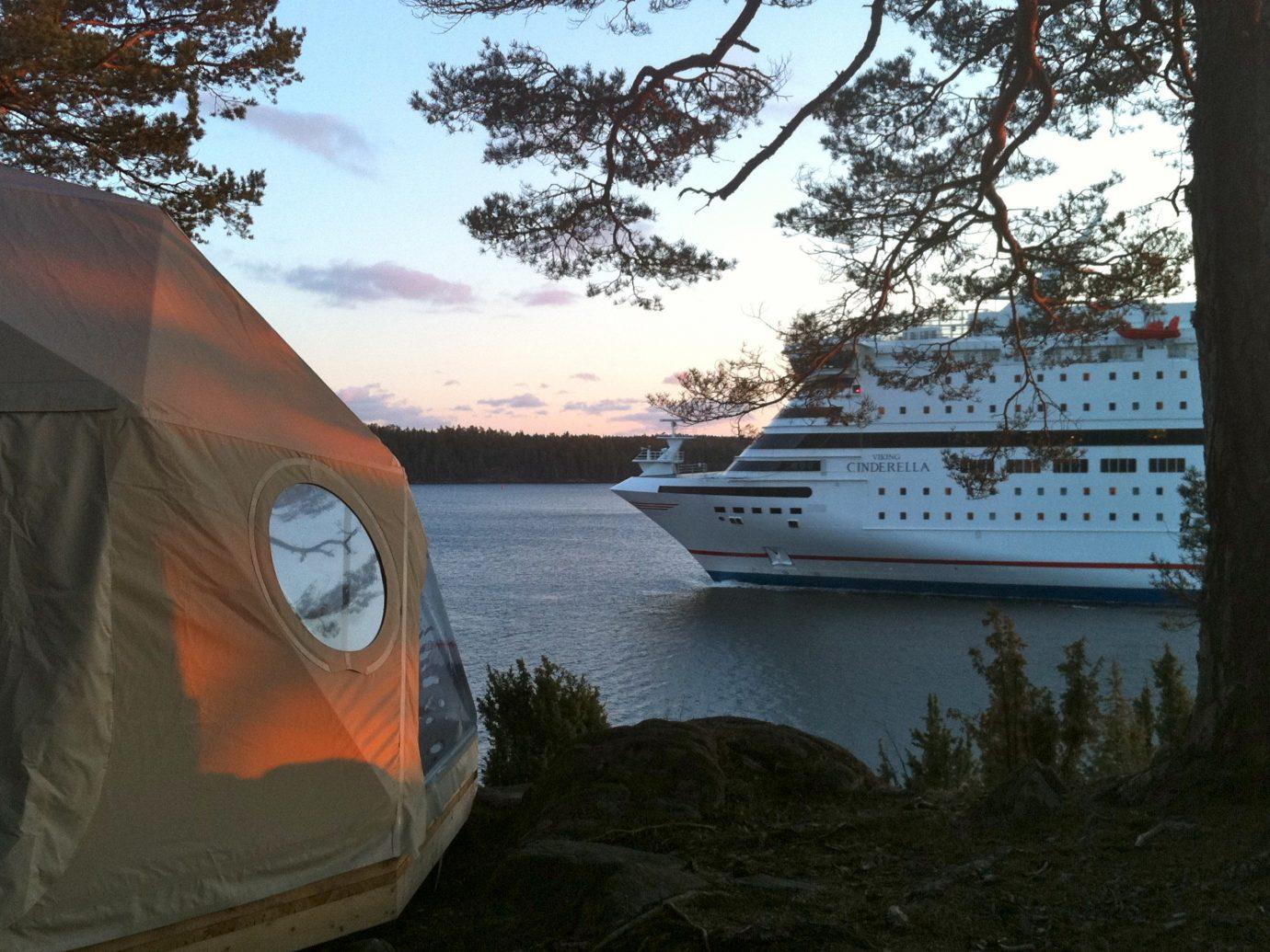 Island Lodge, Sweden