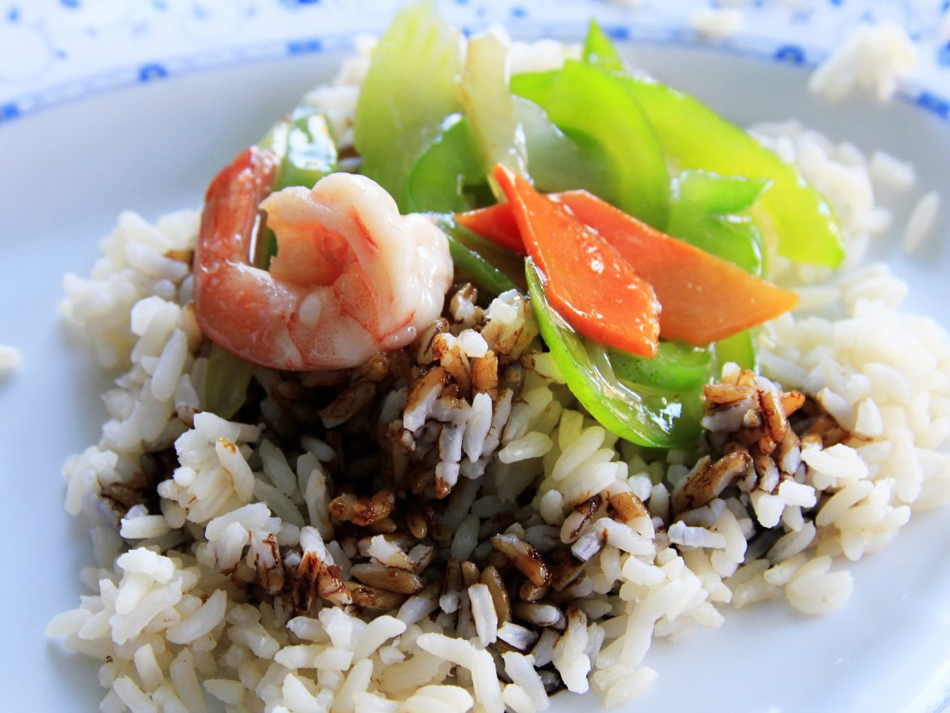 Cooked rice and prawns with souse