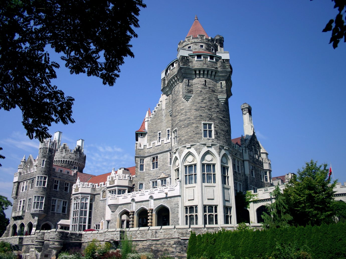 castle,palace,chateau,mansion,rich,affluence,affluent,tower,turret,old,wealth,opulent,prosperous