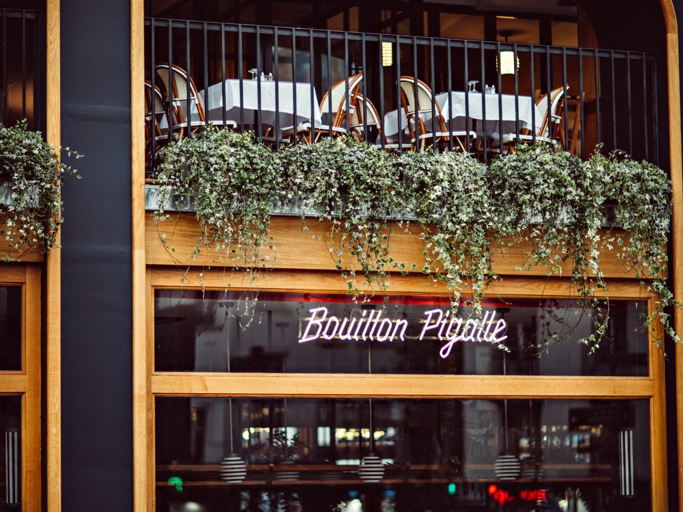 Exterior of Bouillon Pigalle