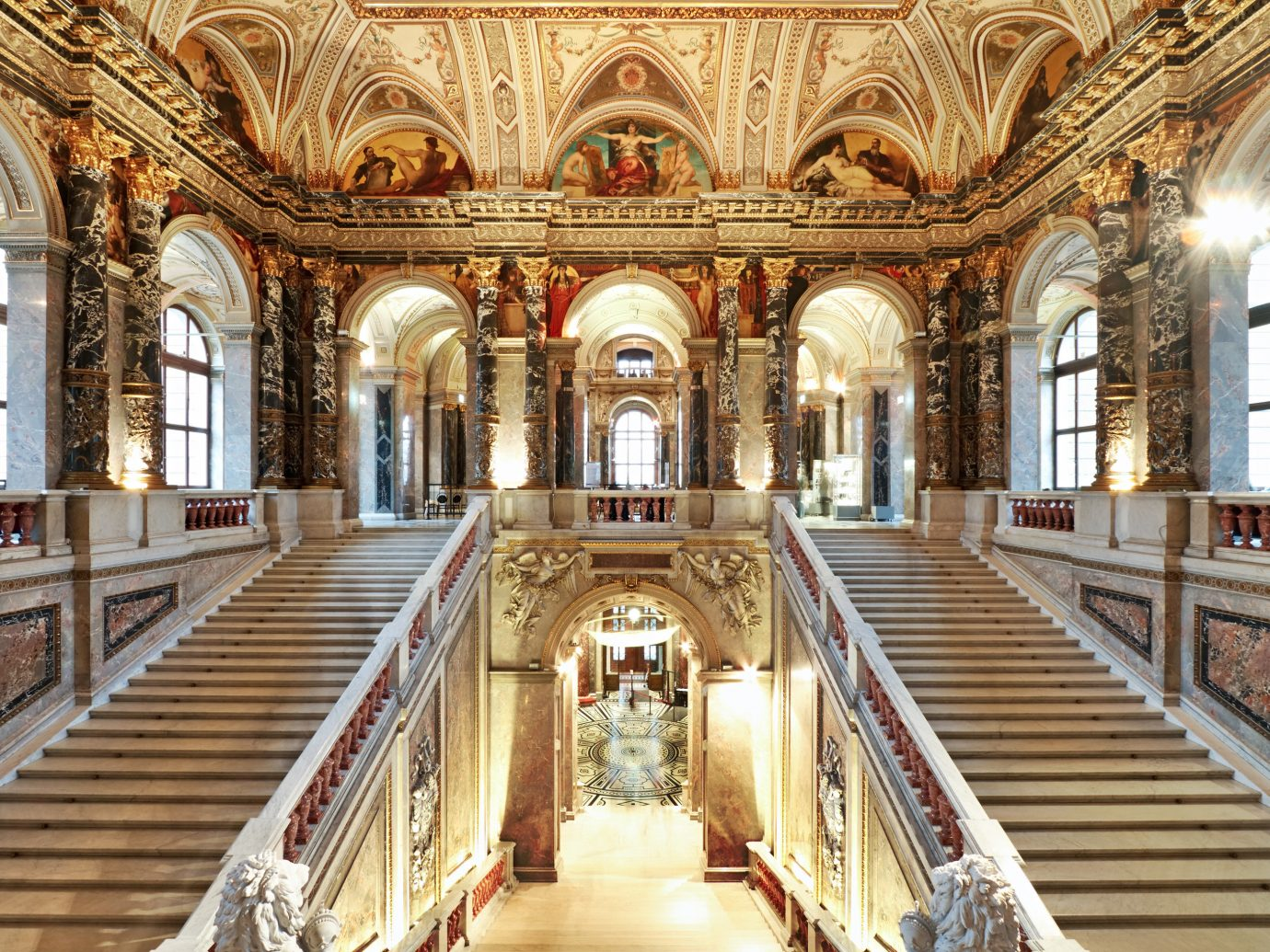 entrance and staircase at Kunsthistorisches Museum