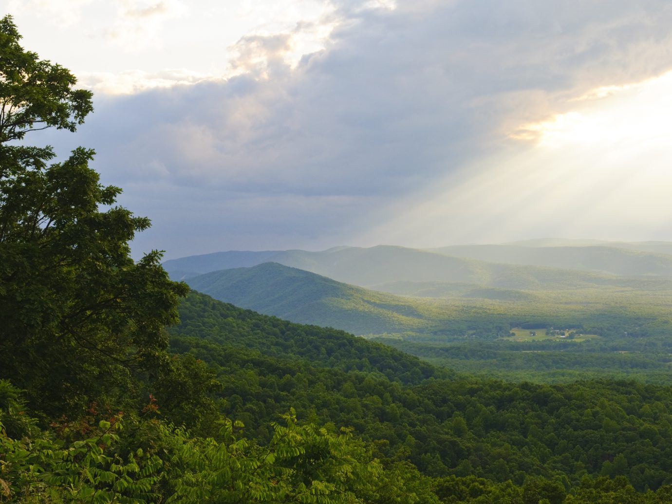 Rays of sunlight after a rain in the Shenandoah Valley