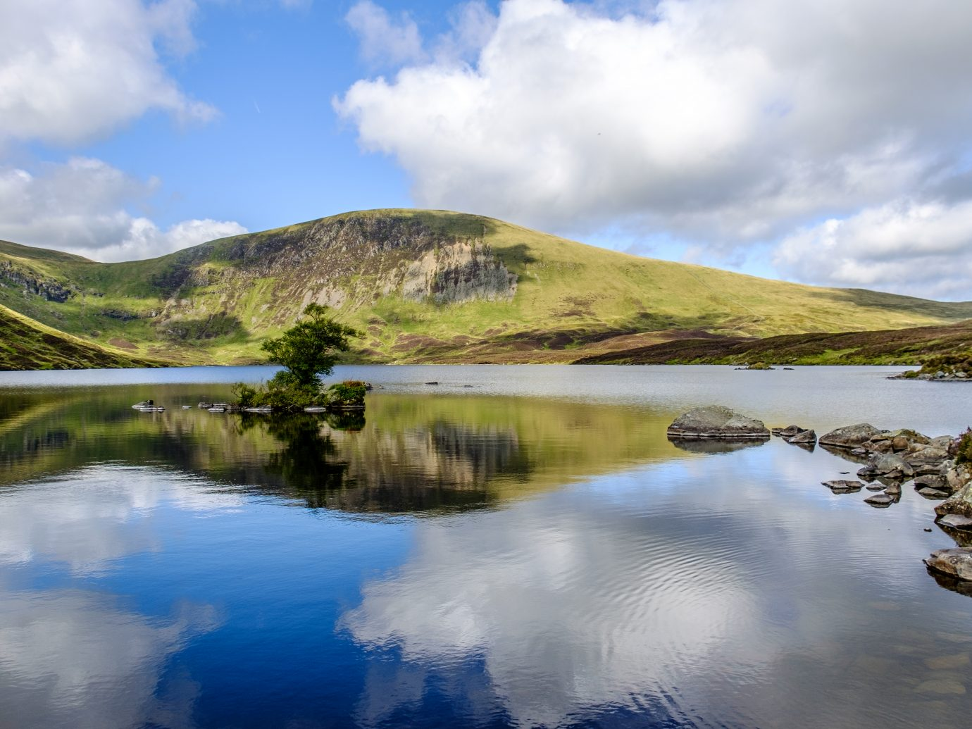 Loch Skeen , a lake located in southern Scotland in Dumfries and Galloway